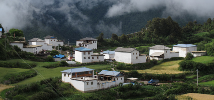 "Tibetan village in the clouds (Yunnan means ""south of the clouds"")"