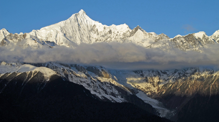 Kawa Garbo, 6740 m, in the Meili xue Shan, a sacred mountain for Tibetan buddhists