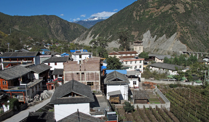 Cizhong village, its catholic church and the vineyard bequeathed by the French missionnaries since the 19th century